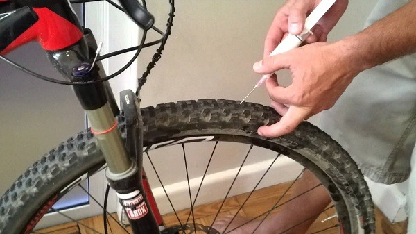 Apply the sealant to the tire