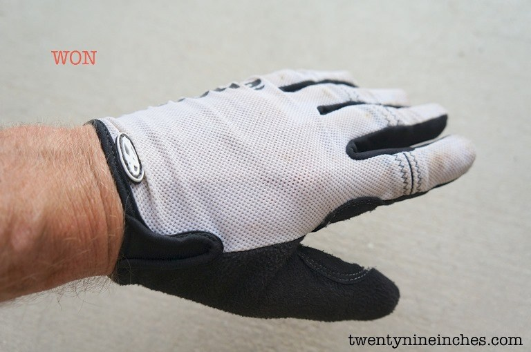 Cycling gloves for hot weather